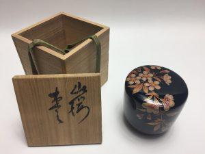 【棗】張間麻佐緒 輪島塗桜絵棗を買取り致しました。