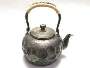 【銀製・煎茶道具】無銘「銀製鎚目薬缶」を買取り致しました。
