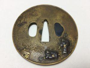 【刀装具・鍔】無銘 高砂図黄銅丸鍔を買取致しました。