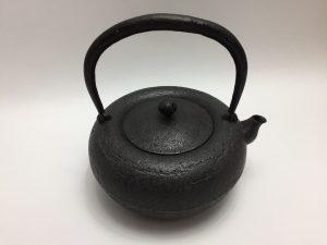 【鉄瓶・銀瓶その他】金澤鶴斎 南部鉄器鉄瓶を買取り致しました。