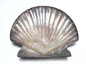 【銀製 煎茶道具】四世 奏蔵六「純銀盆大平貝」を買取り致しました。