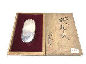 【金工品・煎茶道具】大阪尚美堂 小判形銀楊子入を買取致しました。