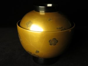 【漆器・蒔絵】輪島慶塚「氷梅蒔絵」の吸物椀を買取り致しました。