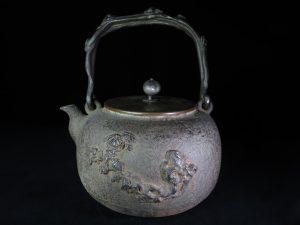 【鉄瓶、作家物】西垣一瑳 霊芝提手鉄瓶を買取り致しました。