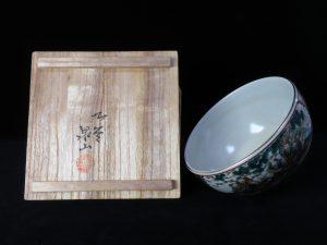【茶道具・茶碗】九谷泉山 金彩赤絵の茶碗を買取致しました。