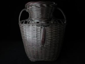 【骨董品・竹製品】鈴木玩々斎 耳付懸花籃を買取致しました。