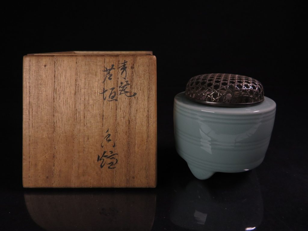【香炉】二代 諏訪蘇山「銀製火舎の青磁香炉」を買取致しました。