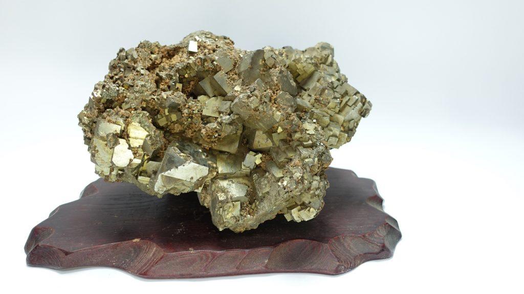 【鉱石】黄鉄鉱 「キュービックパイライト クラスター」を買取り致しました。