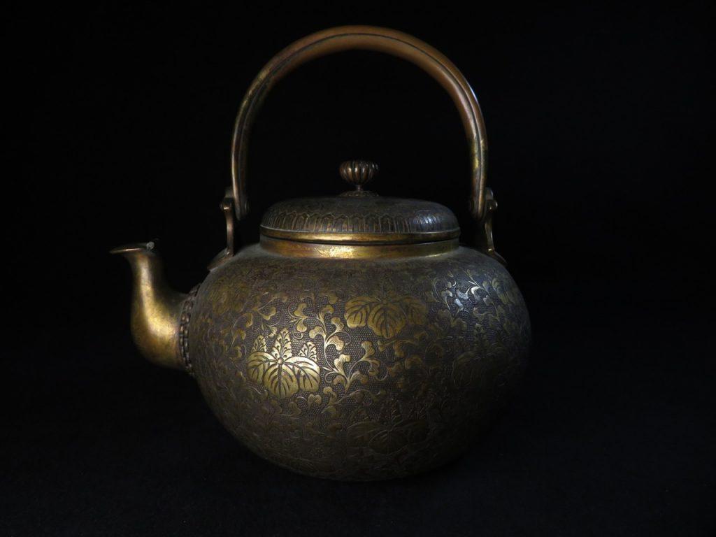【茶道具】無銘「粒肌黄銅五七桐文薬缶」を買取致しました。