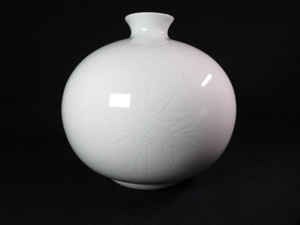 【陶磁器】井上萬二「白磁丸形壺」を買取致しました。
