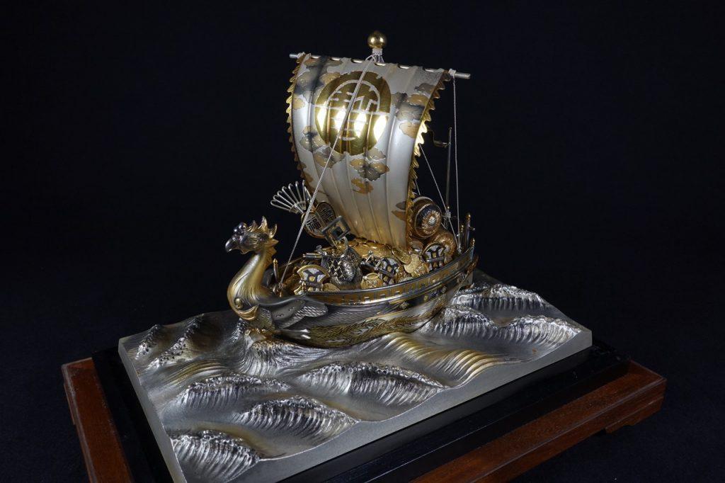 【銀製 置物】銀製 「鳳凰彫金宝船」を買取り致しました。
