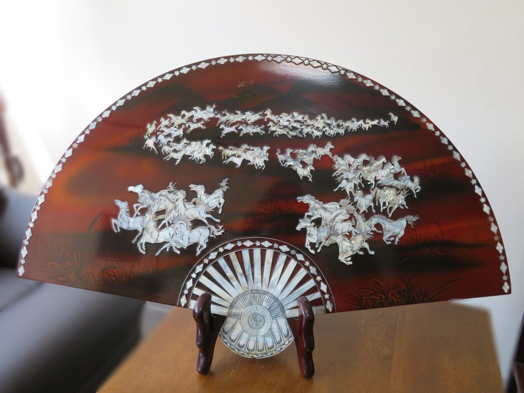 【中国骨董その他】唐木螺鈿細工飾り木工扇子を買取り致しました。