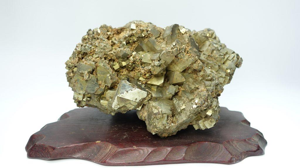 【鉱石】黄鉄鉱 キュービックパイライト クラスターを買取り致しました。