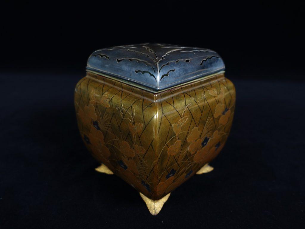 輪島塗 蒔絵銀製火屋の四足香炉