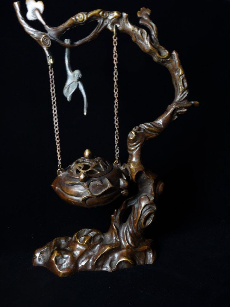 桃ノ木に猿手吊り香炉