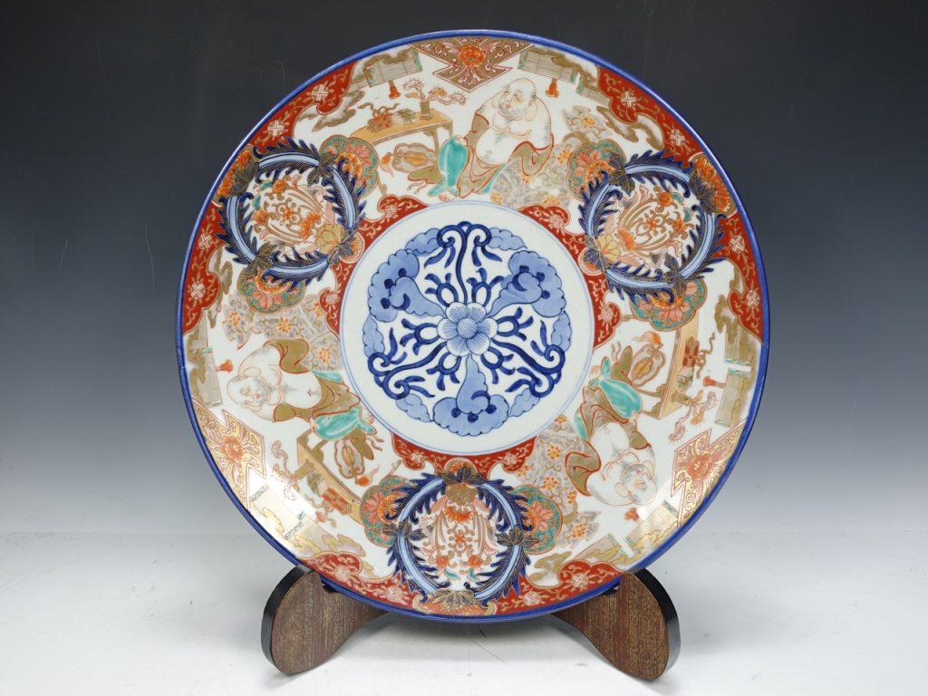 飾皿 伊万里焼 「金彩布袋図赤絵飾大皿」