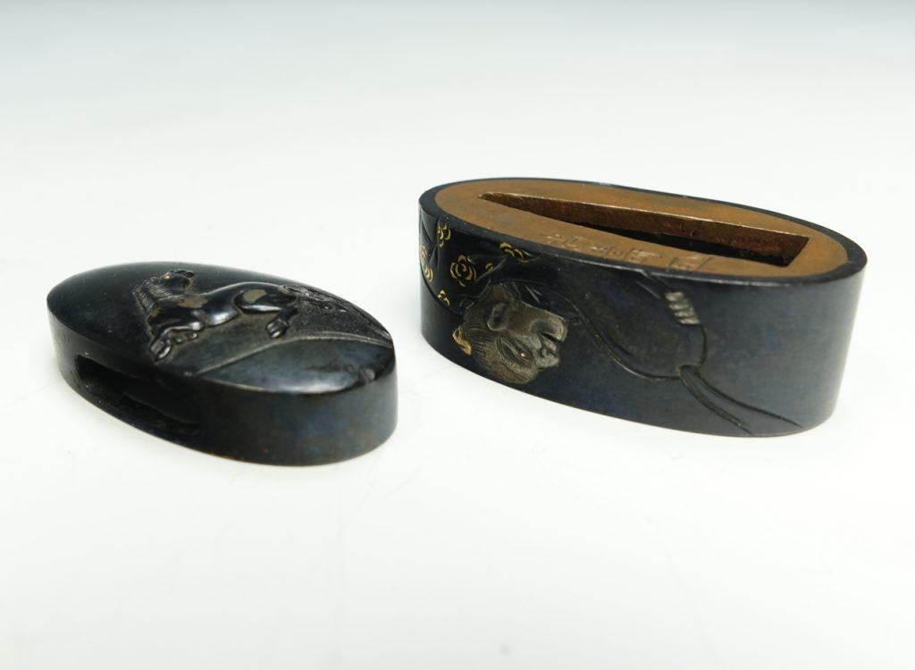 刀装具 縁頭「馬に翁」