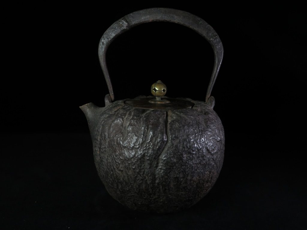 【鉄瓶、作家物】大國寿郎  「南瓜鉄砲口鉄瓶」を買取り致しました。