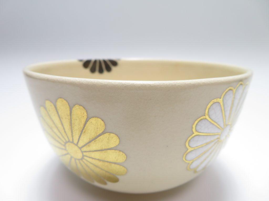 【茶碗】官休庵(有隣斎)書付 「紀太理平 作 菊絵茶碗」を買取り致しました。