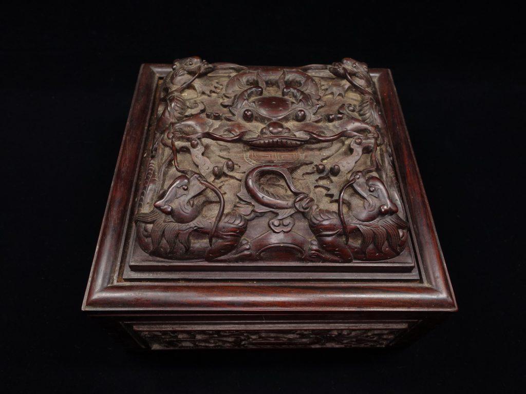【中国骨董その他】木製彫刻  九龍彫刻宝石箱を買取り致しました。