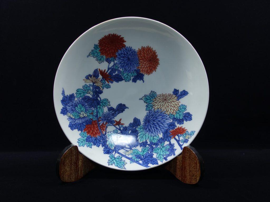【陶磁器・人間国宝】十三代 今泉今右衛門「色鍋島菊絵飾皿」を買取致しました。
