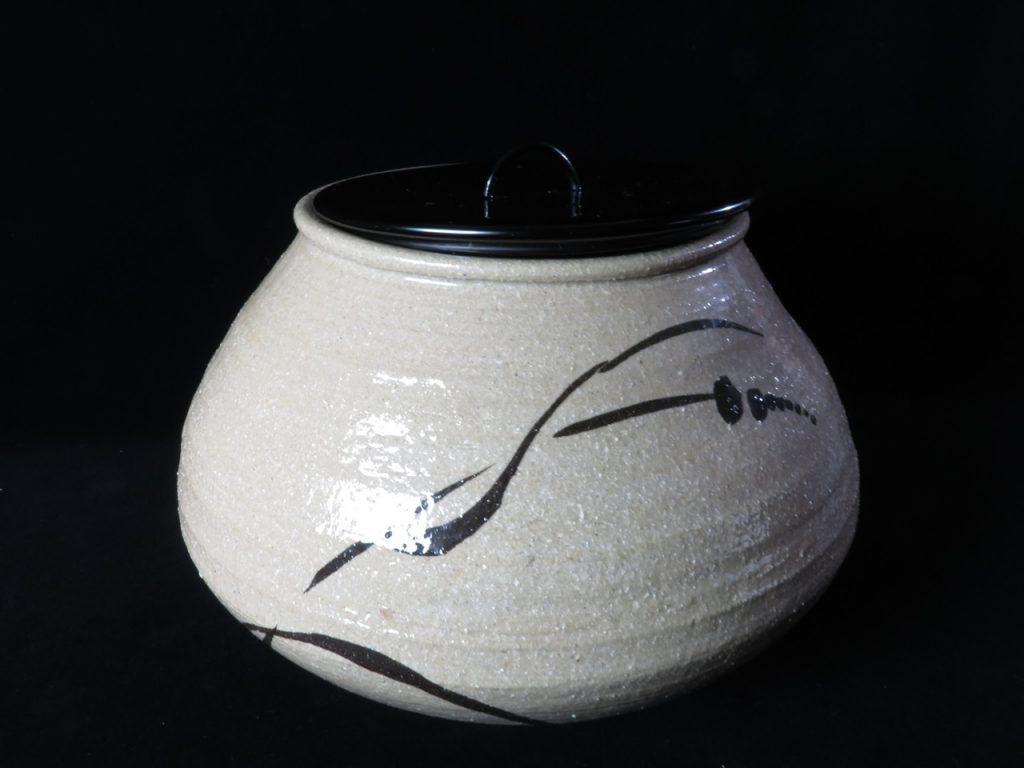 【水指】武村利佐エ門  「唐津草文水指」を買取り致しました。