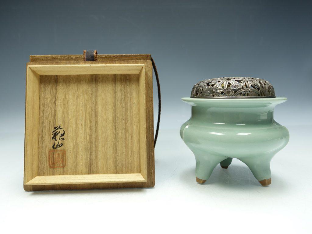 【香炉】二代諏訪蘇山「青磁袴腰香炉」を買取致しました。
