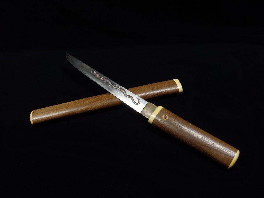 【刀剣】匕首  雲龍梵字刀身彫刻 源 清磨 を買取り致しました。