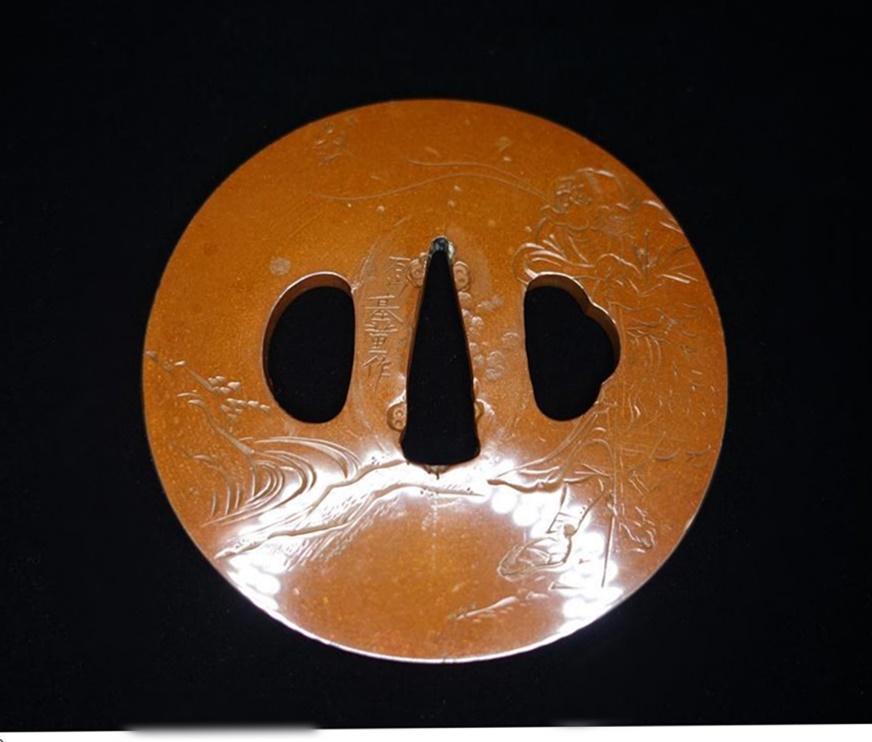 【刀装具・鍔】 石山基董 片切彫仙人図素銅鍔を買取致しました。