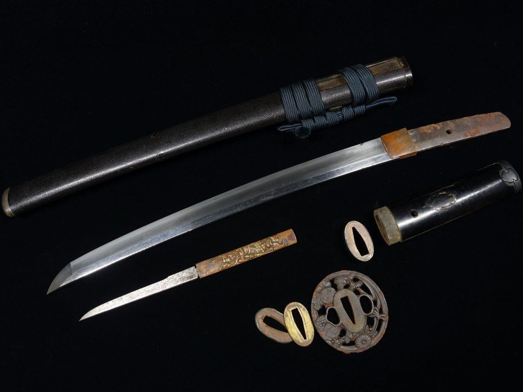 【刀剣】無銘 金剛力士象嵌小柄に黒鞘拵えを買取り致しました。