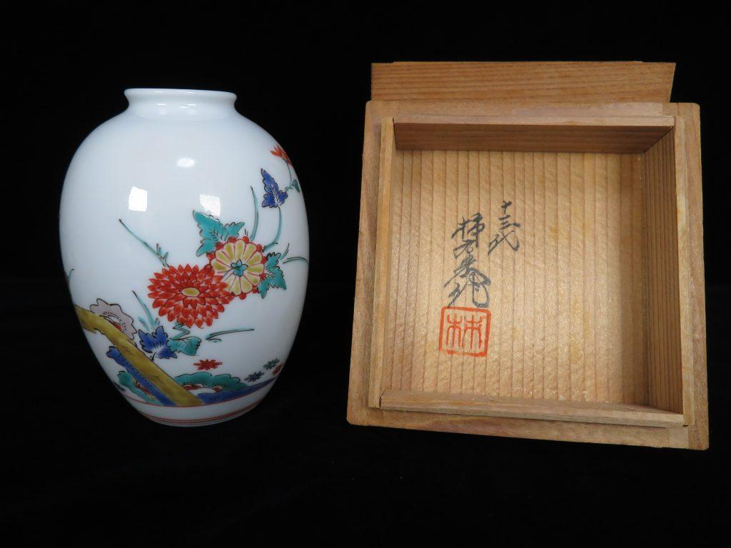 【作家物 磁器】十三代 酒井田柿右衛門 錦菊鳥文花瓶を買取り致しました。