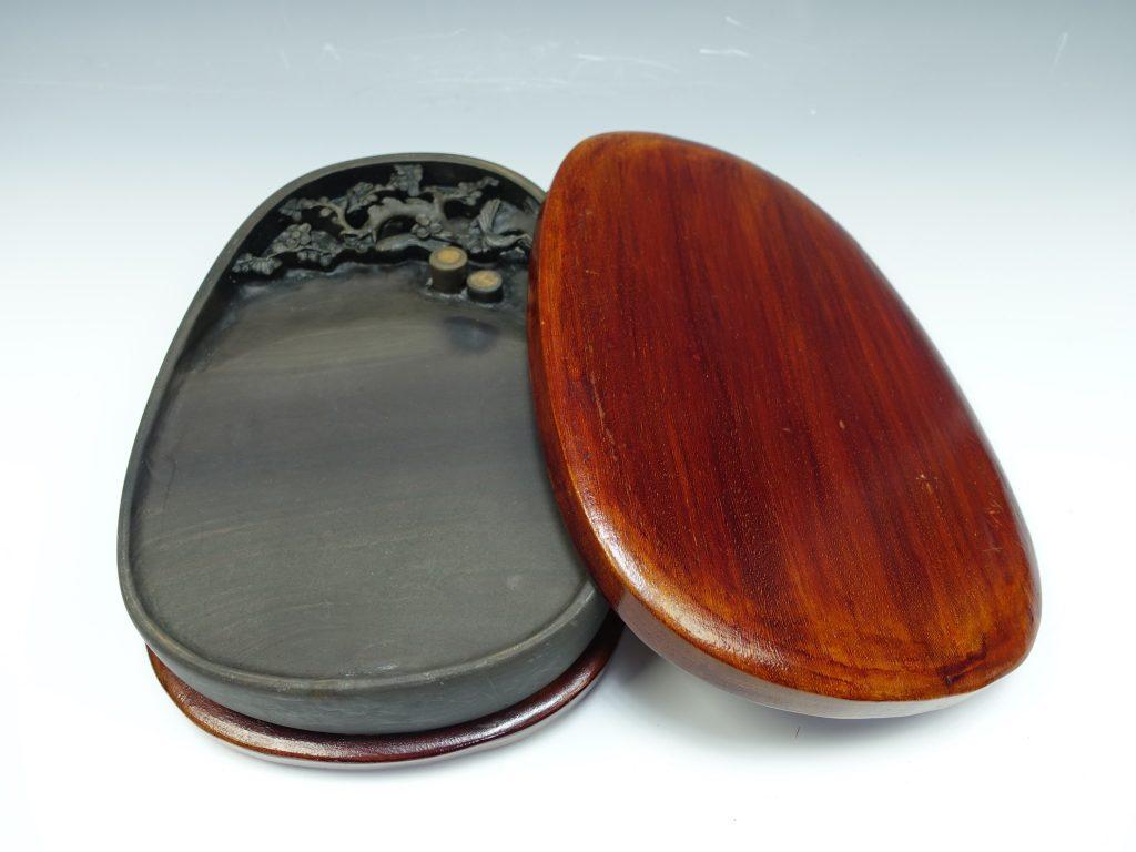 【骨董品・書道具】 鴉眼梅樹彫硯を買取致しました。