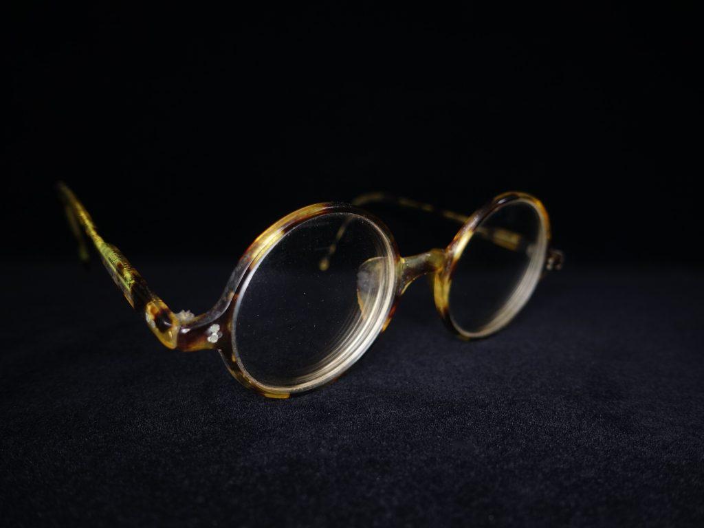 【骨董品・その他】鼈甲製フレーム レンズ眼鏡を買取致しました。