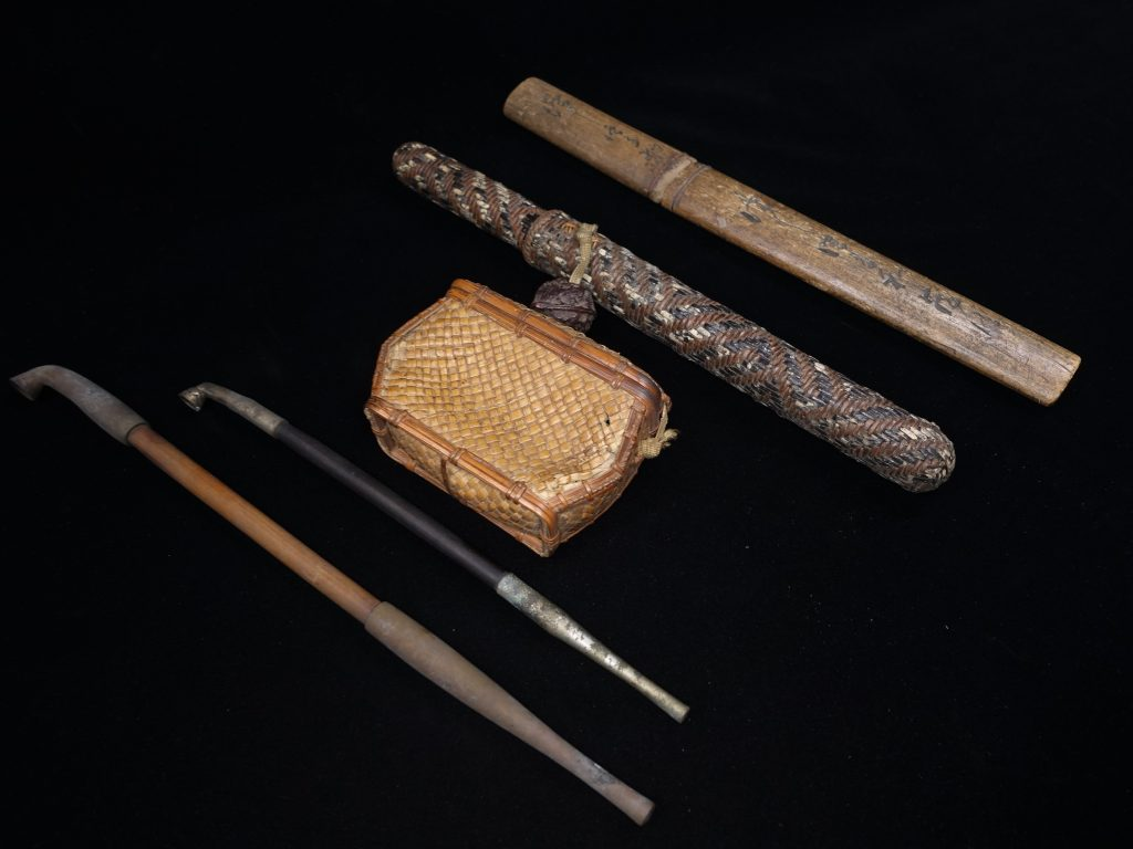 【骨董品・煙管】古道具 煙管入 小刀などを買取致しました。