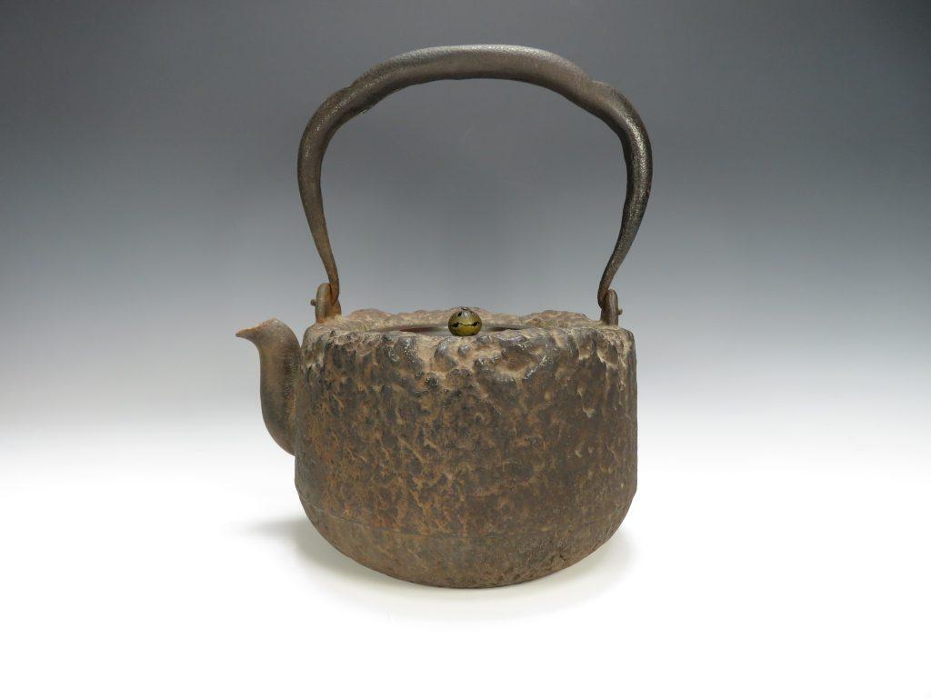 【鉄瓶】龍文堂 「鉄地岩肌大鉄瓶」を買取致しました。