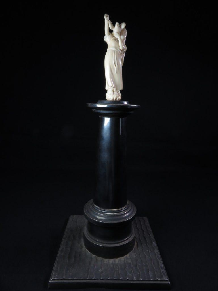 【銀製 置物】純銀製置物 「平和の象徴」を買取り致しました。