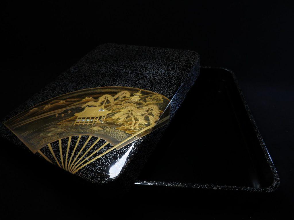 【骨董品】冬十吉佐「 扇子蒔絵螺鈿張文箱」を買取致しました。