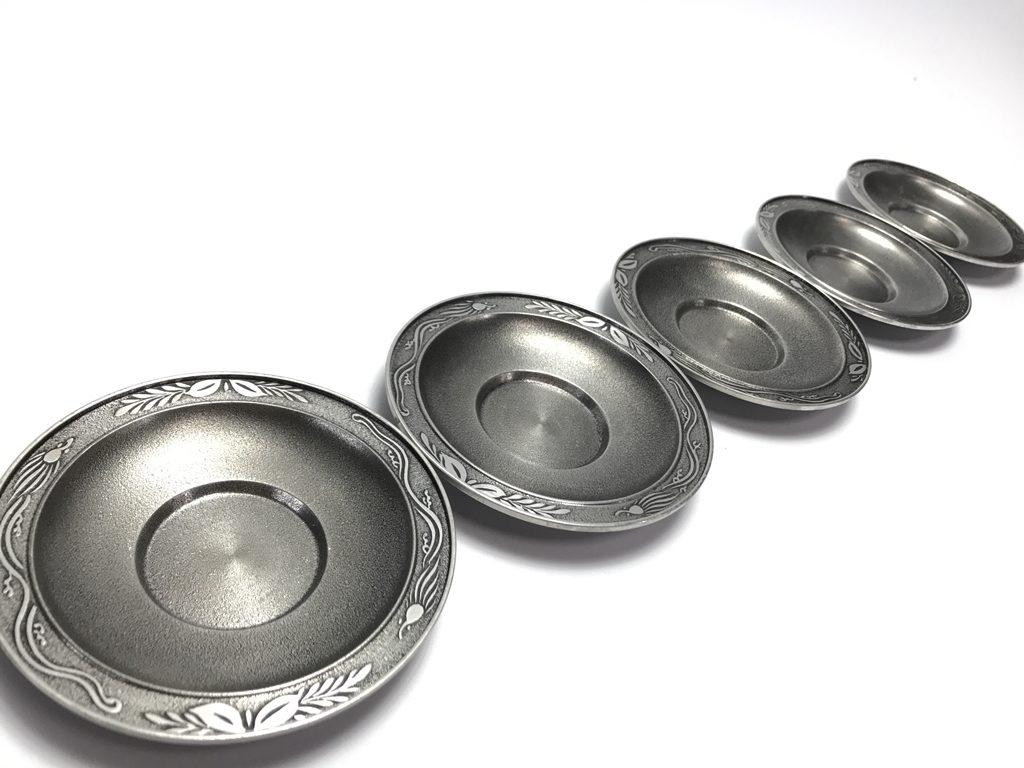 【錫製品】間村自造「錫波草文円式茶托 5客」を買取致しました。