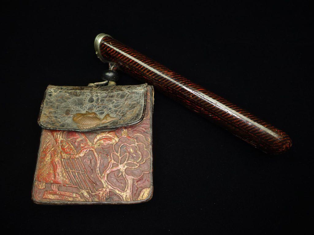 【骨董品】無銘「漆器煙管入・革製細工莨入」を買取致しました。