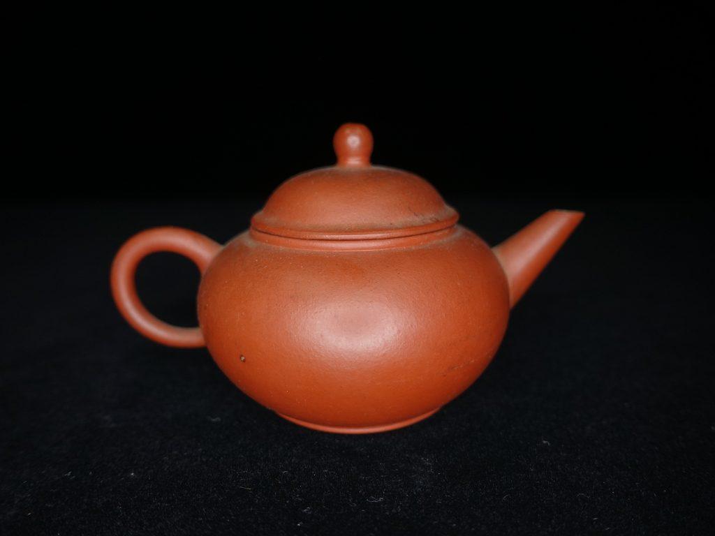 【朱泥急須・茶器】 中国宜興 「小振朱泥急須」 を買取致しました。