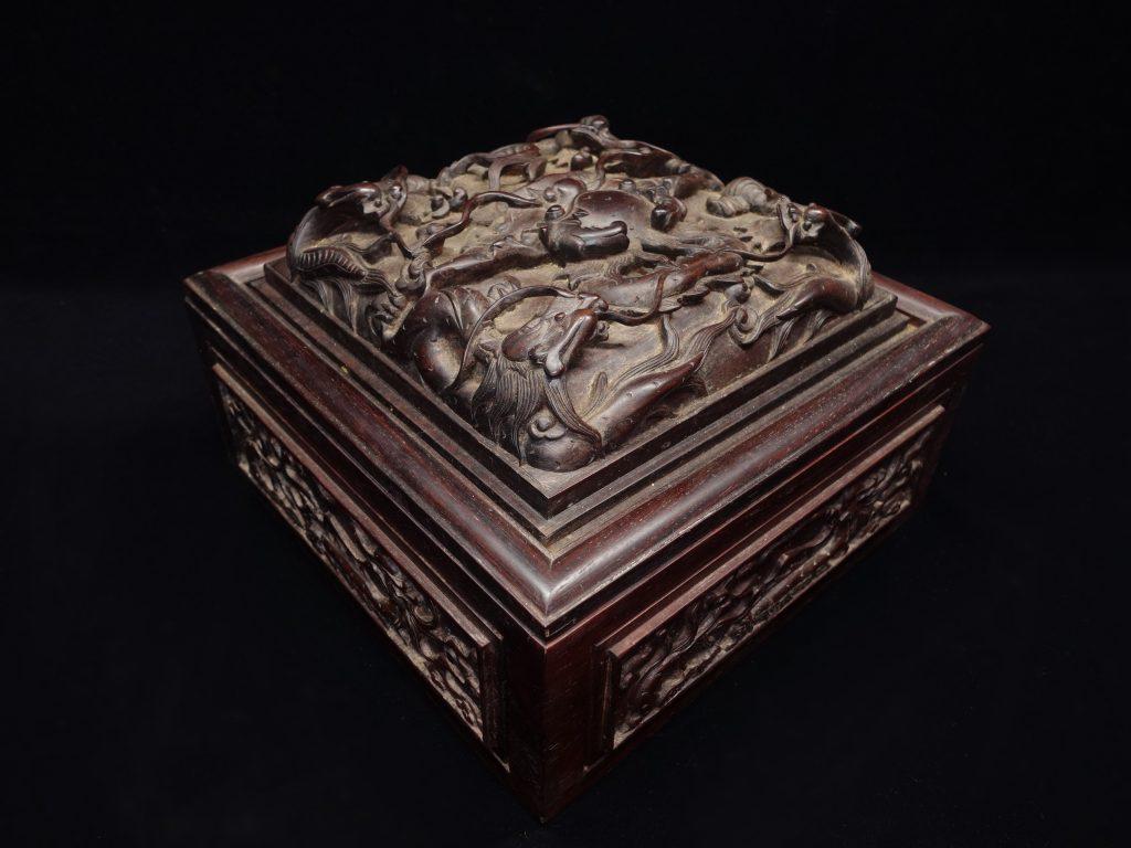 【中国骨董その他】木製彫刻「九龍宝物箱」を買取り致しました。