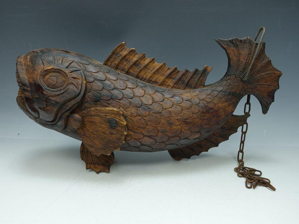 【骨董品 その他】白苑 自在鉤「木彫り魚」を買取り致しました。