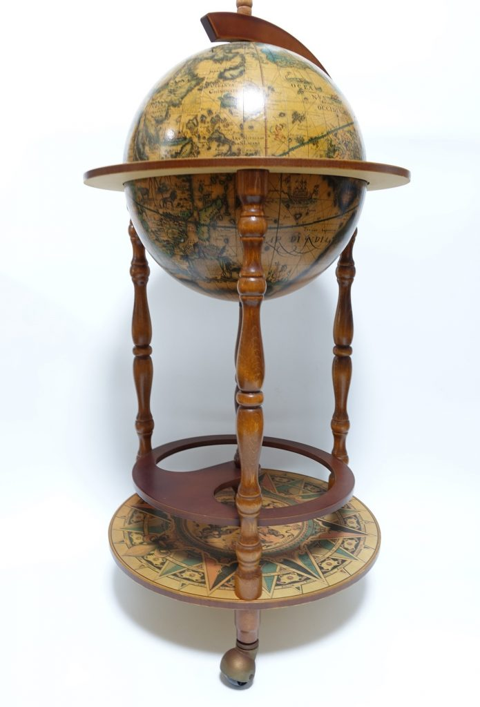 【骨董品 その他】カクテルキャビネット「地球儀型」を買取り致しました。