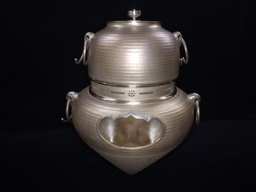 【金工品・煎茶道具】純銀製 「独楽摘鐶付風炉釜」を買取致しました。