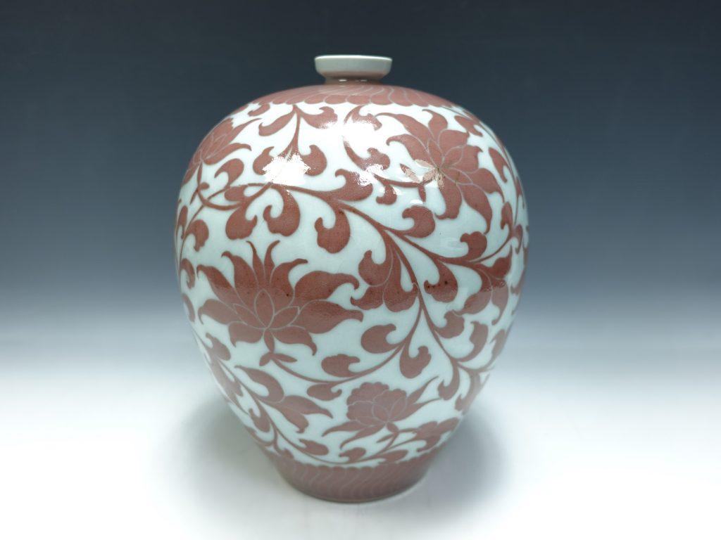 【作家物 磁器】安東五 「唐草花文花瓶」を買取り致しました。