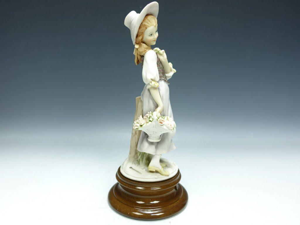【西洋美術】ジョゼッペ・アルマーニ「フローレンス人形・花籠を持つ少女」を買取致しました。