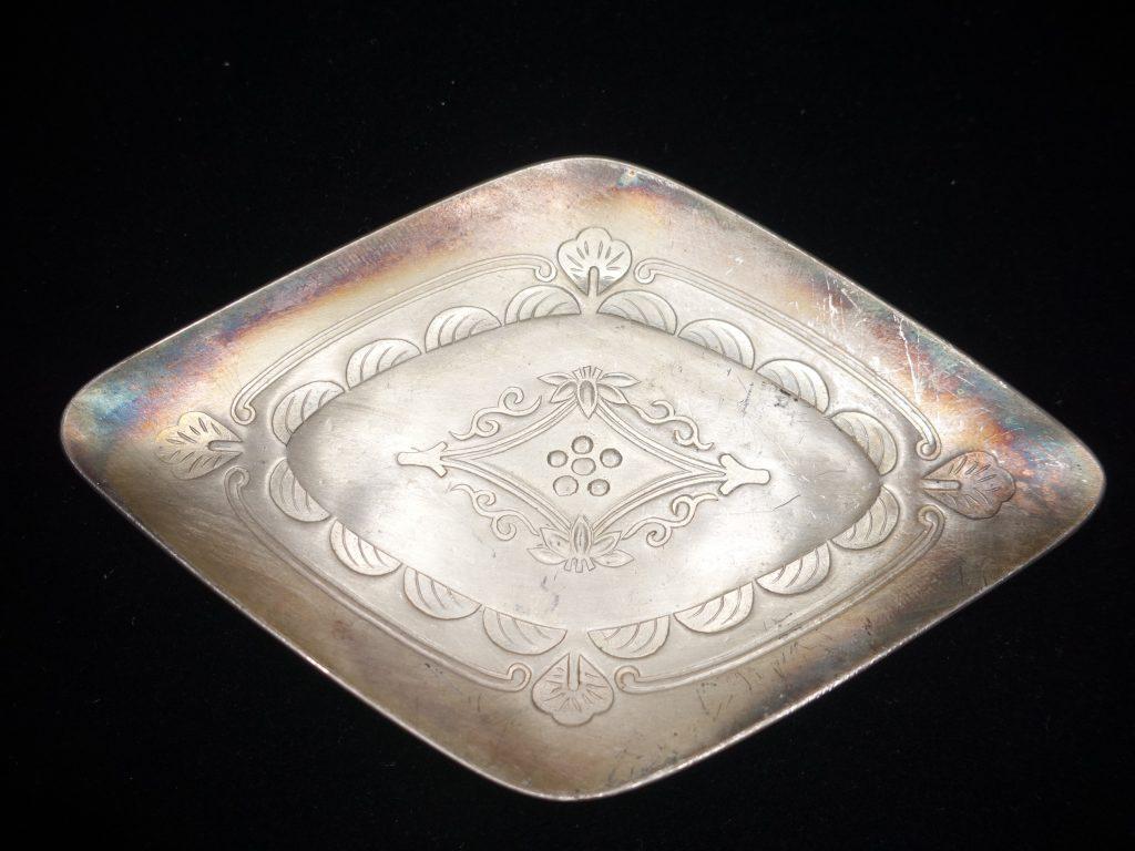 【金工品】純銀生駒製「草花紋菱形銘々皿」を買取致しました。