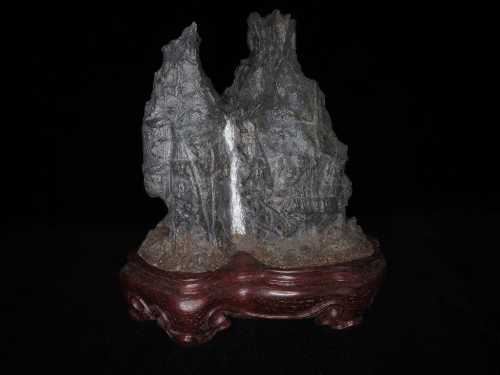 【鑑賞石】石仙堂 古谷石 「谿聲」 台座・銘:石仙堂百峯 を買取致しました。