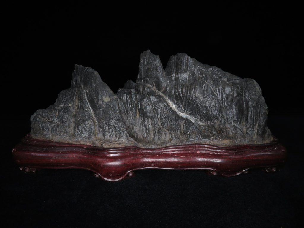 【鑑賞石】 石友斉 古谷石 「残雪峡」台座 銘:百穂作を買取致しました。