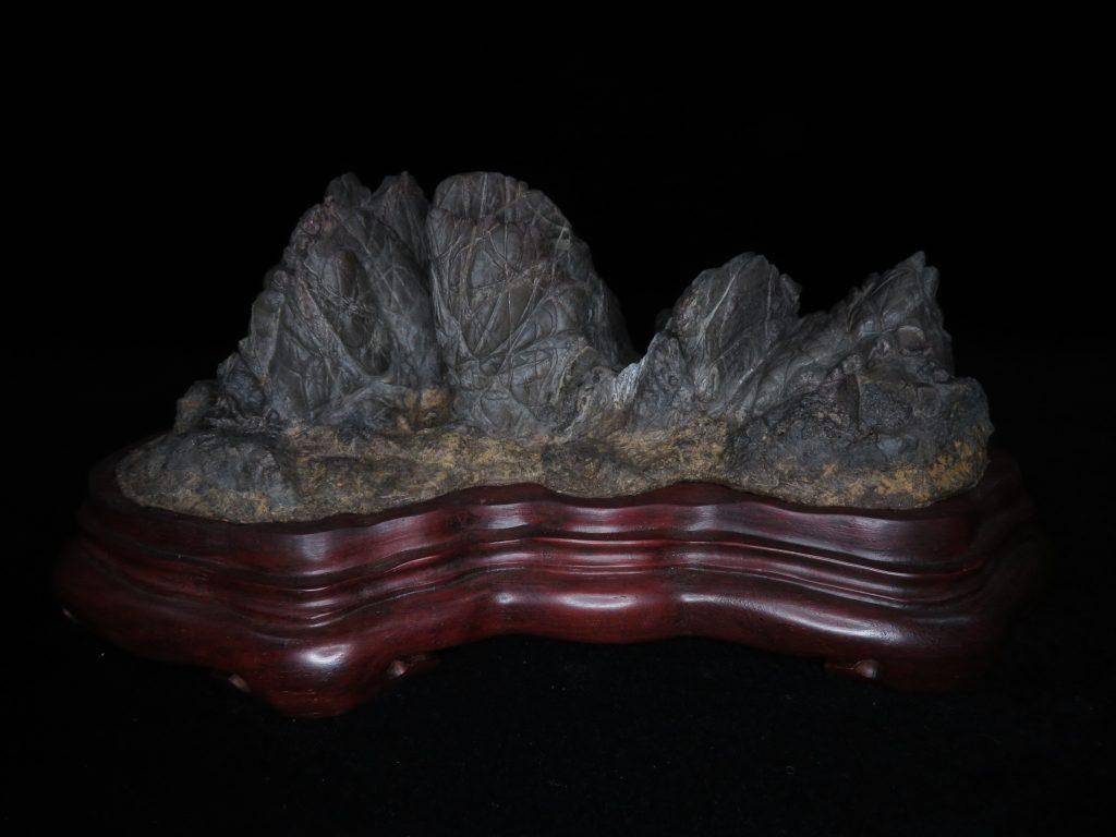 【水石・鑑賞石】 石友斉 古谷石 「大雪渓」台座 銘:石仙堂百穂作を買取り致しました。